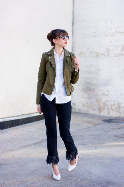 brun kort kavaj med vit skjorta och svarta jeans