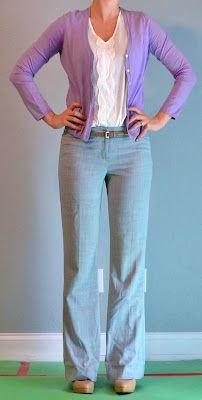 vit blus och grå linnebyxa med vida ben
