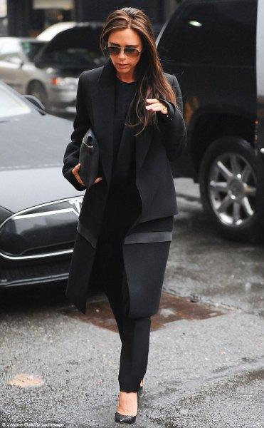 svart longline ullrock med chinos och läderhandväska
