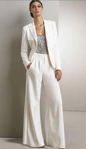 silver topp med vit kavaj och matchande byxor