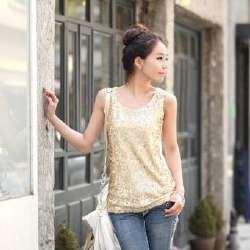 linne i guld med paljetter med handväska i vitt läder