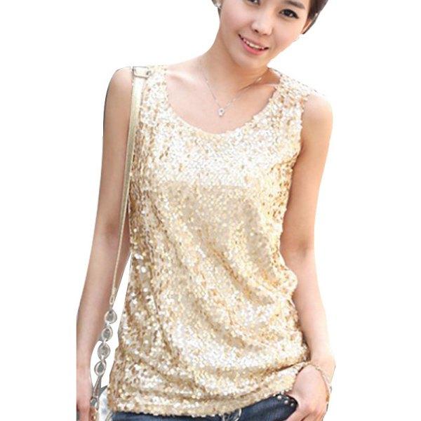 linne i guld med paljetter och mörkblå jeans