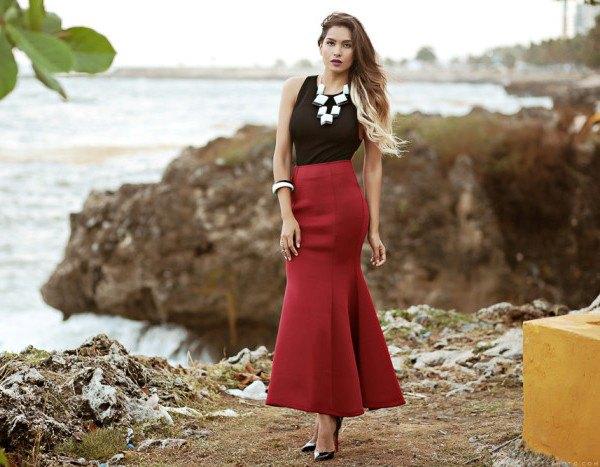 svart linne med burgundy maxikjol