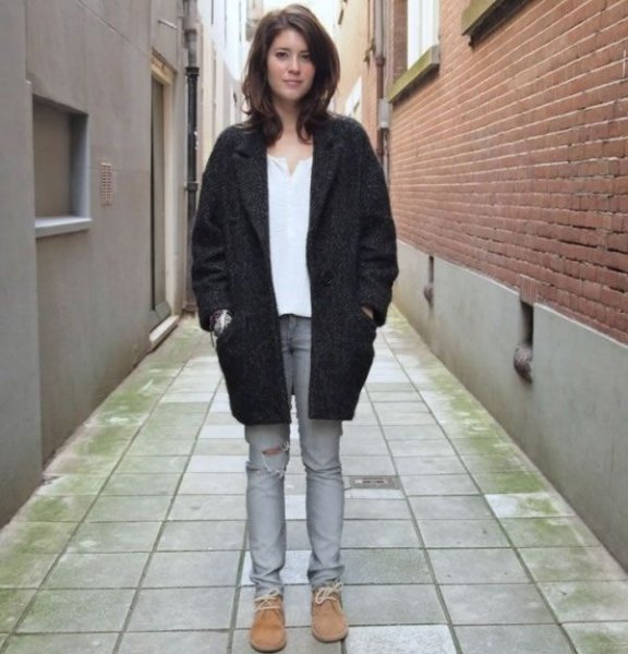 svarta trenchcoat jeans chukka stövlar