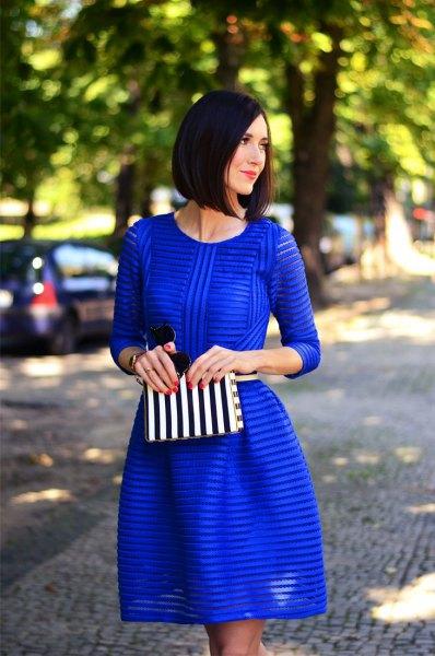 Koboltblå randig, halvtransparent och utsvängd miniklänning