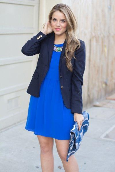 Koboltblå mini-skaterklänning med svart kavaj