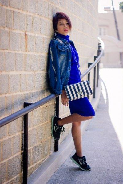 Koboltblå miniklänning med jeansjacka