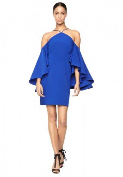 blå miniklänning med halterneck med volangärmar