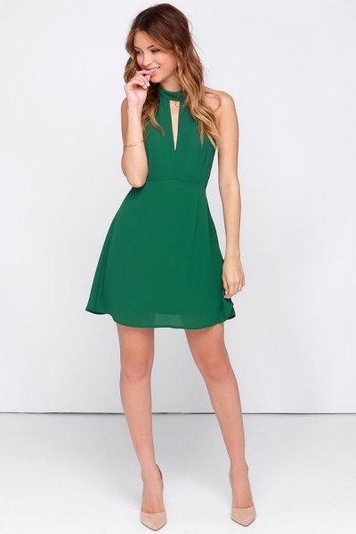 grön halter hals nyckelhål mini skater sommar klänning gjord av chiffong