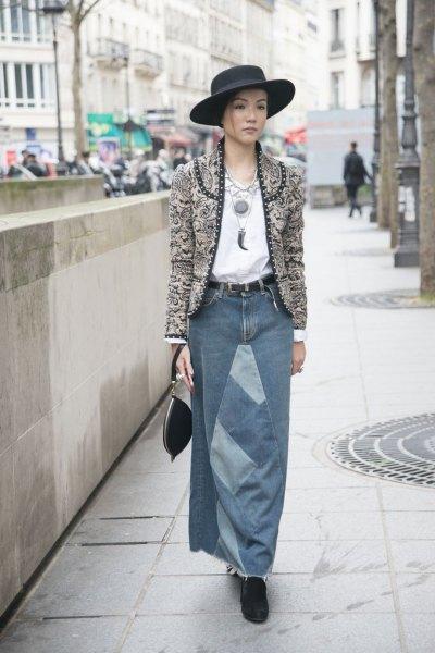 grå kragefri tweed-kavaj med lång denim kjol