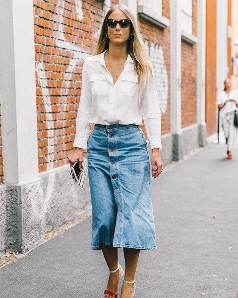 vit skjorta med ficka fram och midikjol med jeansknapp fram