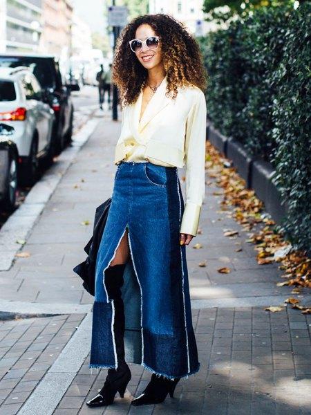 vit chiffongblus med V-ringning och blå, lång denim kjol