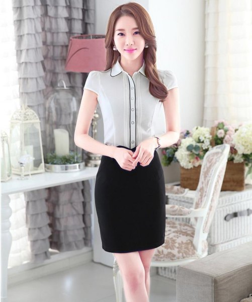 vit och svart slim fit kortärmad blus med knappfickor och pennkjol