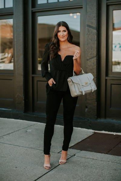 svart topp med en ärm och matchande smala jeans