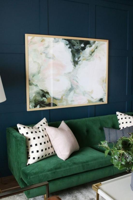 Gröna sammet soffa idéer |  Vardagsrum grönt, Wall art vardagsrum.