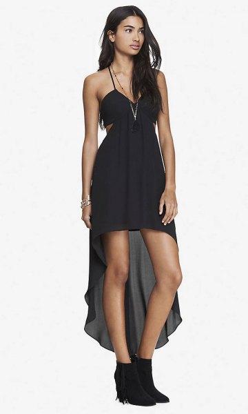 svart spagettirem i sidohalsring hög, låg klänning