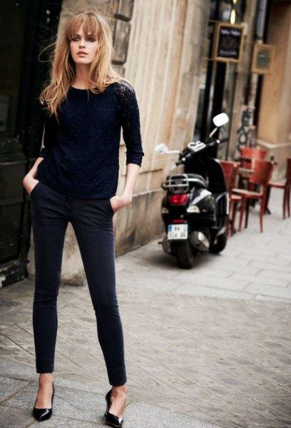 svart tröja med mager jeans och kattunge klackar