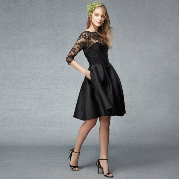 svart passform och fläckad klänning med spetsdetaljer
