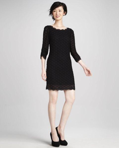 svart spetsklänning med kantad fåll