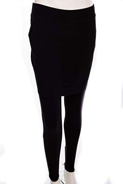 vit långärmad t-shirt med svart kjol leggings