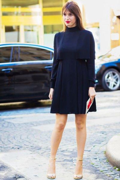 svart tröja med falsk halsringning, hög midjeveckad kjol och guldsandaler