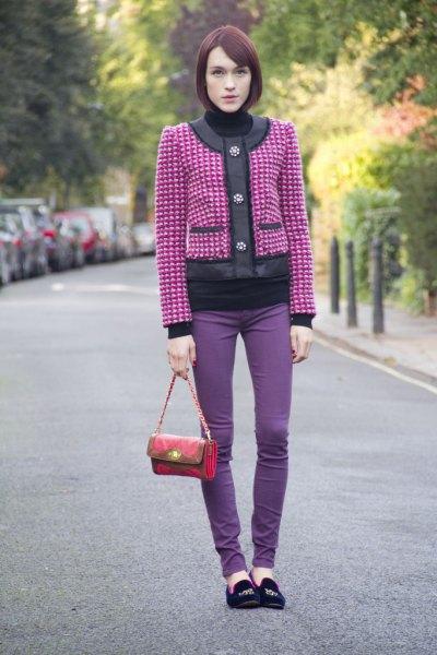 rosa och silvermönstrad jacka med lila skinny jeans