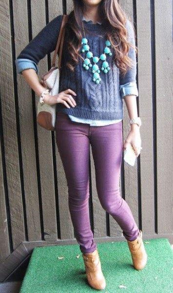 lila stickad tröja med matchande smala jeans