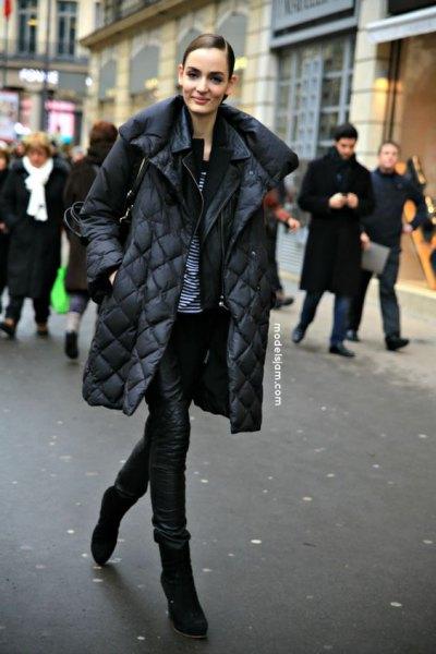 svart quiltad pufferrock med läderbyxor och stövlar