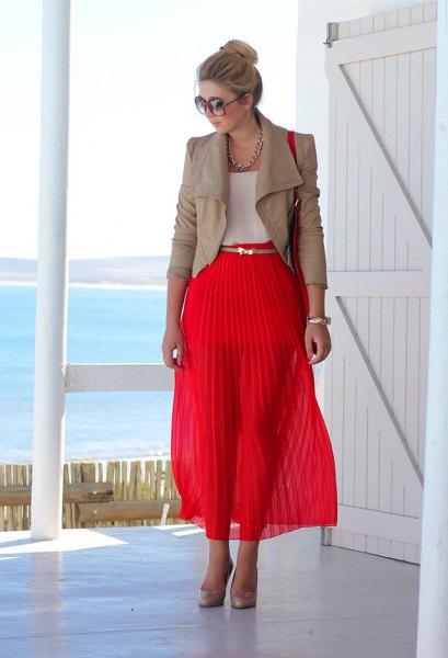 rosa läderjacka, röd maxi veckad kjol