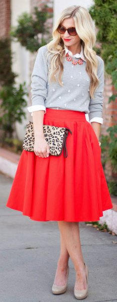 röd kjol grå tröja cheetah väska