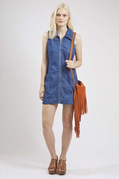 Skiftklänning med blå denimkrage