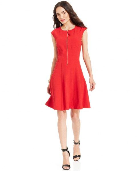 röd skaterklänning med dragkedja framtill