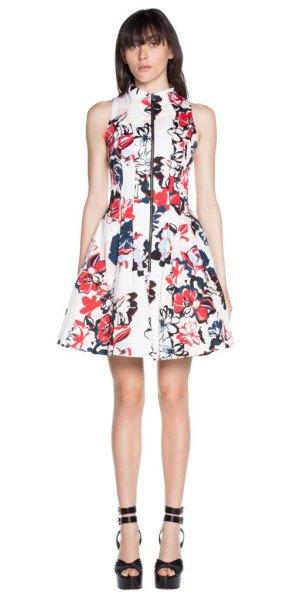 vit blomma skater klänning