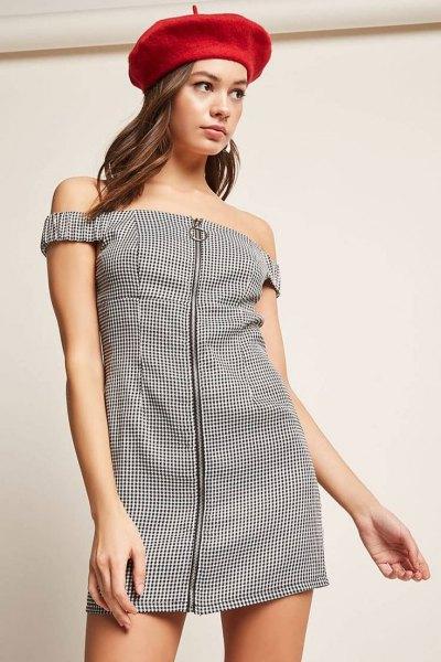 svartvit rutig klänning med dragkedja framtill