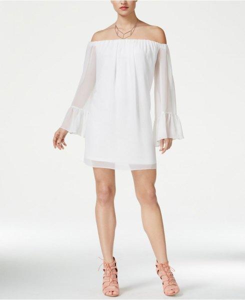 av axelklockhylsan vit babydockklänning