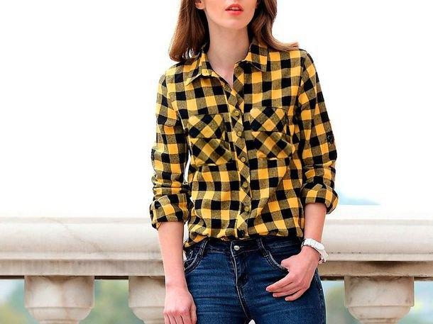 gul-svart rutig skjorta med mörkblå skinny jeans