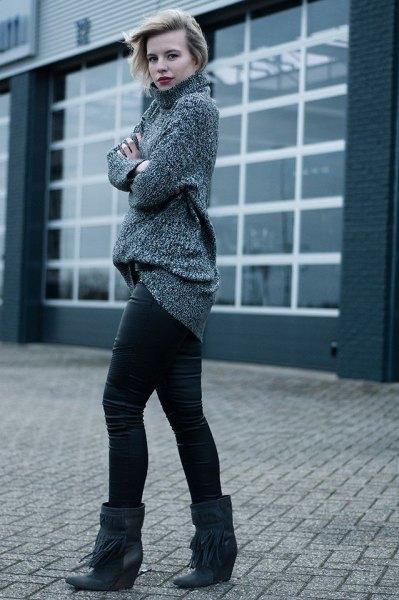 grå turtleneck med läder leggings och svarta stövlar