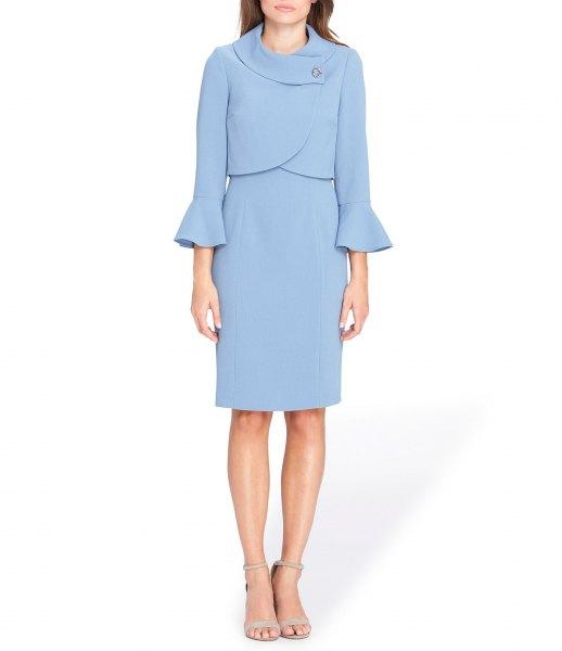 ljusblå jackaklänning med klockärmar