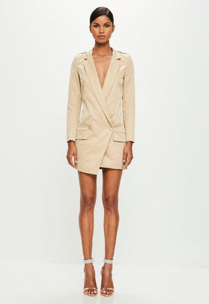 blekrosa trenchcoatklänning