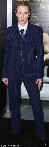 Marinblå randig slim fit 3-delad kostym med vit skjorta och slips