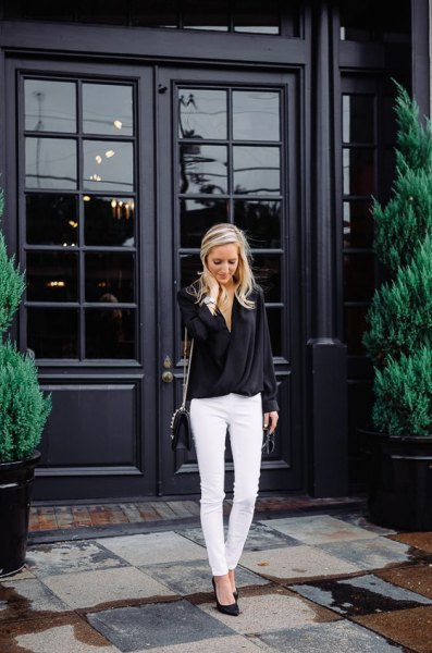 vita skinny jeans svarta klackar outfit