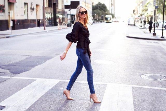 svarta skinny jeans med volanger och wrap