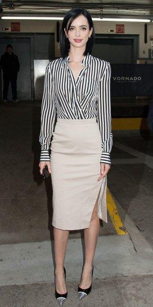 svart och vit randig omslagsskjorta ljusrosa midikjol
