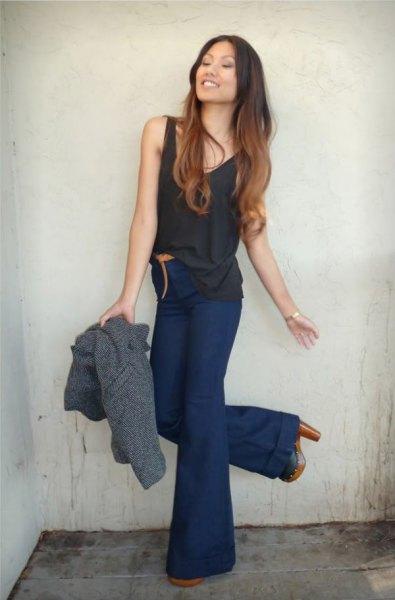 svart linne med mörkblå, hög midja, utsvängda jeans