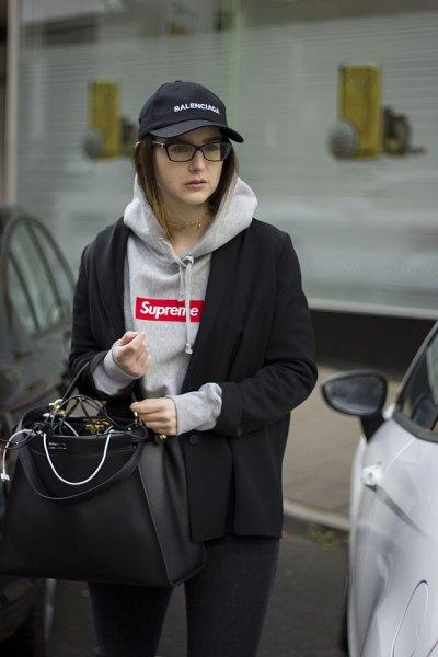 Chunky hoodie med svart ullrock och basebollkeps