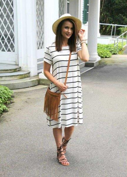 vitgrå randig kortärmad midi-skiftklänning med remmar sommar sandaler