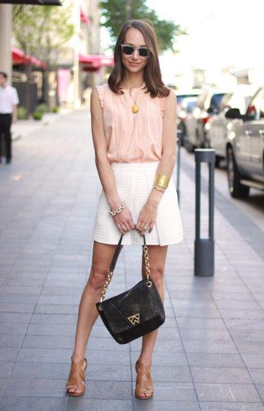 Blush den ärmlösa chiffongtoppen med rosa veck och minirater kjol