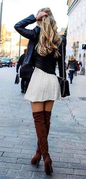 svart skinnjacka med vit kabelstickad skaterklänning