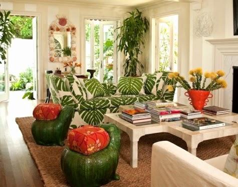 Frodigt boende med tropisk vardagsrumsdekor - Idéer för kustdekor.