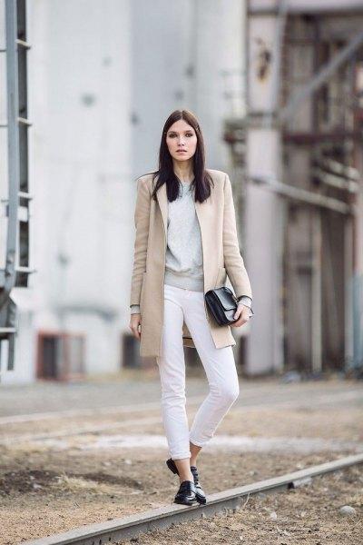 grå tröja vit jeans lång ullrock